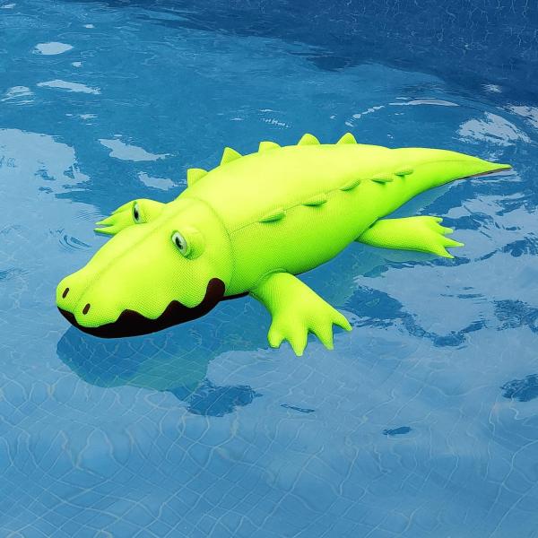 crocodile flottant