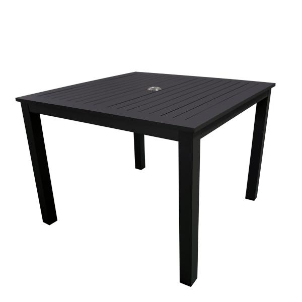 Table-carrée-patio-meubles_de_jardin-concept_piscine_design
