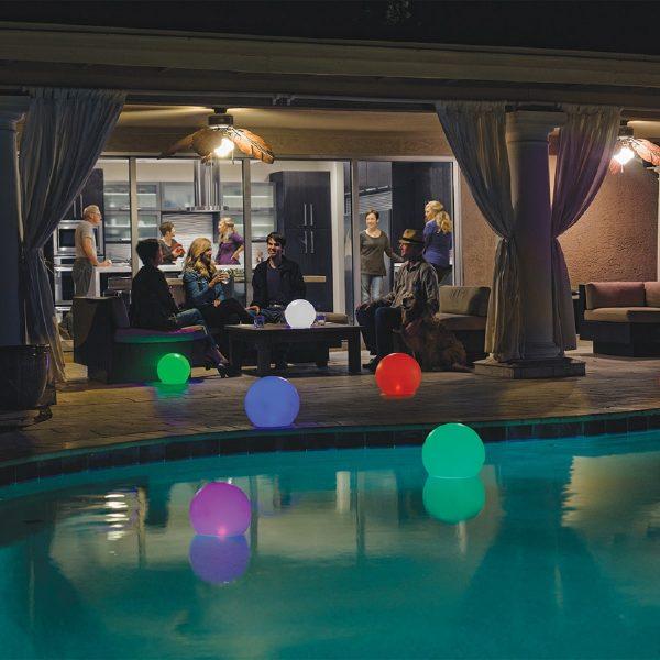ballon-globe-LED-flottant-multi_couleurs-accessoire-piscine
