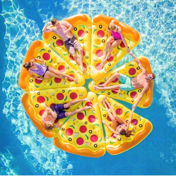 bouee-gonflable-pizza-6_places-jeu-piscine-concept_piscine_design