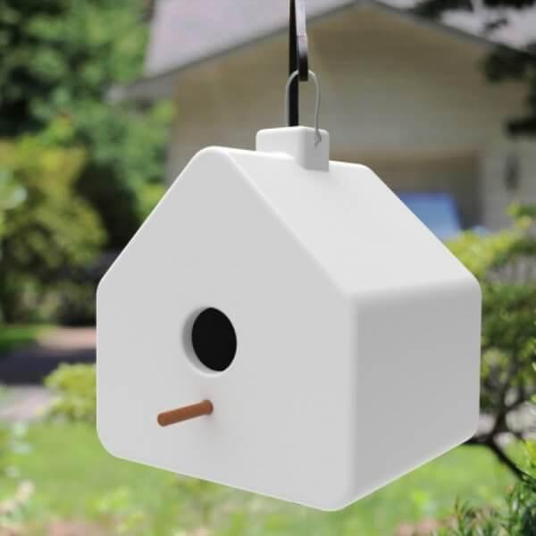 meuble de jardin : cabane-oiseau-suspendue-blanc-decoration_exterieure-concept_piscine_design