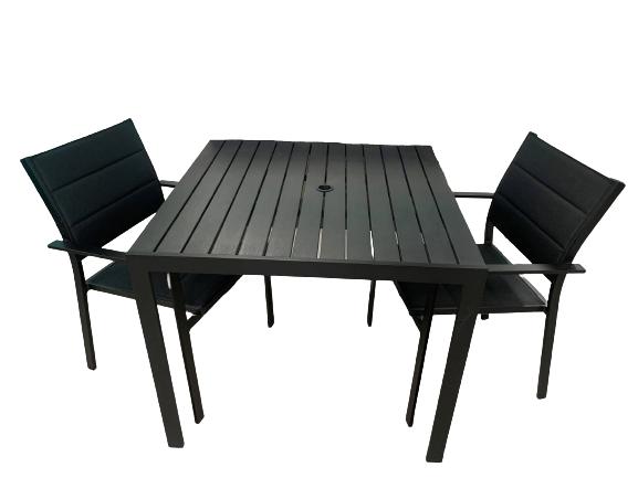 ensemble de meuble d'extérieur pour diner avec table et chaises noir