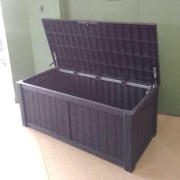 Moss-coffre-exterieur-noir-ouvert-concept_piscine_design